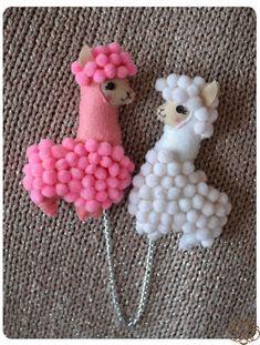 free pattern -not english Felt Diy, Felt Crafts, Diy Crafts For Kids, Arts And Crafts, Llama Birthday, Cute Llama, Thinking Day, Felt Patterns, Animal Crafts