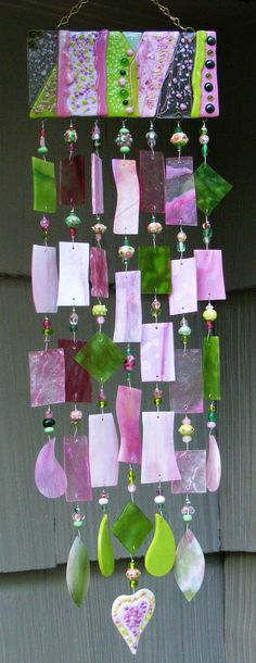 Great wind chime- I would love to have some colored glass chimes and sun catchers to hang in the new window- The colors and patterns would be so pretty and the babies would love it! Mosaic Glass, Fused Glass, Stained Glass, Glass Art, Diy Wind Chimes, Glass Wind Chimes, Dreamcatchers, Suncatchers, Yard Art