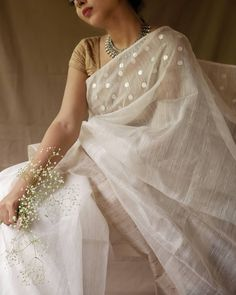 Where To Shop Sarees That Can Make You Look Super Stylish! Want to shop Super Stylish Sarees Online? Do check out this brand's collection here. Trendy Sarees, Stylish Sarees, Fancy Sarees, Party Wear Sarees, Cotton Saree Blouse, Saree Blouse Patterns, Saree Blouse Designs, Silk Sarees, Dress Indian Style