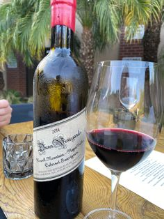 Wine Drinks, Alcoholic Drinks, Old Bottles, Cabernet Sauvignon, Wine Recipes, Red Wine, Liquor, Drinking, Champagne