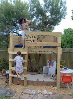 Cute little treehouse/ Sandbox combination. Possibly made out of pallets?
