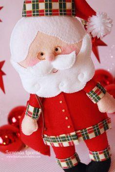 Preparei com muito carinho o molde e passo a passo deste fofo Papai Noel em feltro, que você pode colocar onde quiser!