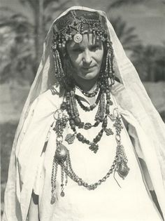 Africa | Beni Sbih Jewish woman in festival costume in the Dra Valley | ©Jean Besancenot. 1935
