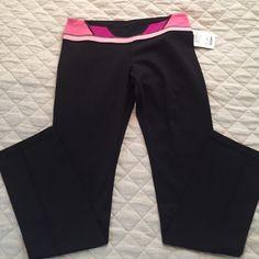 Lululemon skinny groove pant size 12 NWT NWT skinny groove pant size 12 lululemon athletica Pants Leggings
