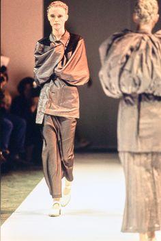 Comme des Garçons Spring 1994 Ready-to-Wear Fashion Show - Cecilia Chancellor