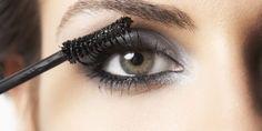 Maquiadora explica qual a escovinha certa para dar volume, alongar e separar os cílios    O rímel é ...