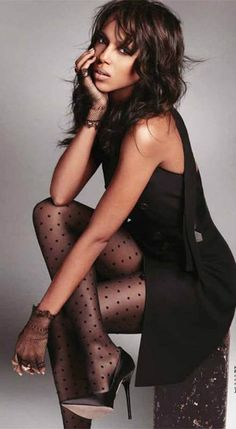 Kerry Washngton is sexy polka dots stockings...always fashionable, always hot!