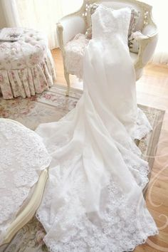romantic and fairytale inspired clothes, vintage, haute couture, seasonal and things that I love thrown in to the mix. Bridal Salon, Bridal Boudoir, Yes To The Dress, Bridal Boutique, Winter White, Wedding Gowns, Wedding Album, Wedding Headpieces, Wedding Wishes