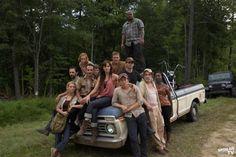 The Walking Dead Season One cast together at truck 8 x 10 Inch Photo Walking Dead Season One, Walking Dead Tv Series, The Walking Dead 3, Rick Grimes, Jeffrey Demunn, Madison Lintz, Sarah Wayne Callies, Horror Photos, Walking Dead Zombies