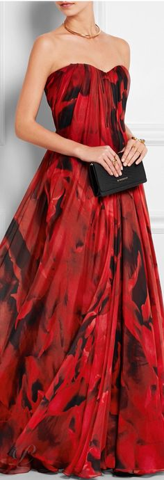 Alexander McQueen does Romance. Oh, just try to imagine your entrance at the Grand Valentine Ball. Any possible competition would simply fade away! Now, lavish on the Diamonds (see board) to catch the eye of anyone hanging out in a corner. - Gabrielle