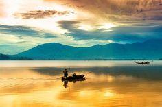 Thắng cảnh du lịchĐăk Lắk – Hồ Lăk Đây là hồ tự nhiên có diện tích lớn nhấtkhu vựcTây Nguyên, cách thành phố Buôn Ma Thuột khoảng 56 km về phía nam theo quốc lộ 27. Nằm cạnh tuyến đường giao th…