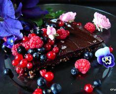 Supersuklainen viiden aineksen kypsentämätön suklaatorttu