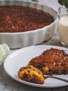 A simple and foolproof recipe for malva pudding - the perfect festive season treat. Pudding Recipes, Cake Recipes, Pizza Recipes, No Bake Desserts, Delicious Desserts, Fruit Cake Mix, Pudding Cake Mix, Malva Pudding, South African Recipes