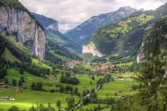 Lauterbrunnen - PRO TRAVEL CK, s.r.o. Wonderful Places, Beautiful Places, Lord Byron, Paragliding, Beaches In The World, Best Places To Travel, Travel Alone, Golf Courses, Outdoor