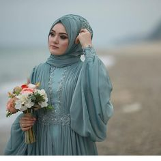 Image may contain: 1 person standing Tesettür Nişanlık Modelleri 2020 Bridal Hijab, Hijab Wedding Dresses, Pakistani Dresses, Dress Wedding, Bride Dresses, Prom Dresses, Beautiful Dress Designs, Most Beautiful Dresses, Elegant Dresses