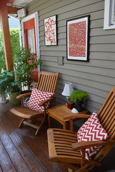 I like the inclusion of art in this outdoor living space and that it color coordinates with the door, pillows, and complements the color of the house.