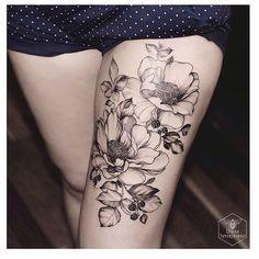 Artist: @dianaseverinenko #ladytattoer #tattoo #tatouage #tatuagem #tatuagemfemina #womentattoo #legtattoo #floraltattoo #flowertattoo #peonytattoo #oggysxm #blacktattoo #inkaddict #tattoolovers