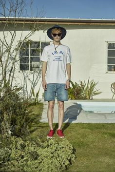 1 tee ¥6,500 2 shorts ¥22,000 3 hat ¥12,000 4 sunglasses ¥23,000 5 shoes ¥9,500 6 bangle ¥230,000