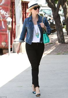 Retail therapy: Reese Witherspoon aimed to further beef up her classy wardrobe as she emba... http://dailym.ai/P6hdWM#i-5ef40d47