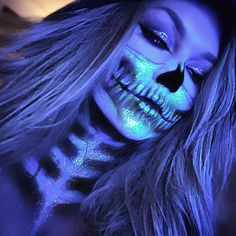"""Sarah Chambers """"Glam Skull"""" Halloween Makeup on We Heart It Halloween Looks, Halloween Skull, Halloween Face Makeup, Haunted Halloween, Helloween Party, Skull Makeup, Skeleton Makeup, Sfx Makeup, Special Effects Makeup"""