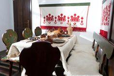 Székely ház étkezője festett étkezőszékekkel Ethnic, Interiors, Flats, Building, Home, Loafers & Slip Ons, Construction, House, Interieur