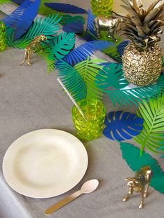 Table style jungle : Inspirations et conseils déco Clem Around The Corner Deco Jungle, Jungle Party, Safari Party, Jungle Theme, Dinosaur Birthday, Boy Birthday, Luau, Monkey Crafts, Flamingo Party
