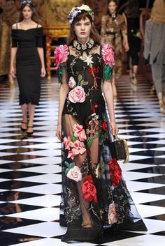 Dolce & Gabbana Fall 2016 Ready-to-Wear Collection Photos - Vogue Fashion Moda, Fashion Week, Fashion 2017, Runway Fashion, High Fashion, Fashion Show, Fashion Design, Net Fashion, Milan Fashion