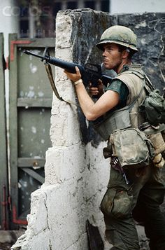 https://flic.kr/p/6EXskF | U1583328-8 | 04 Feb 1968, Hue, South Vietnam --- American Marine Holding M16 Rifle During Vietnam War --- Image by © Bettmann/CORBIS