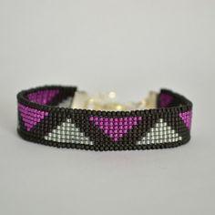 Bead Loom Bracelet Black and Magenta Beaded by WishWantDesire Loom Bracelet Patterns, Bead Loom Patterns, Bracelet Designs, Beaded Braclets, Bead Loom Bracelets, Beaded Jewelry, Jewellery, Bracelet Knots, Bracelet Crafts
