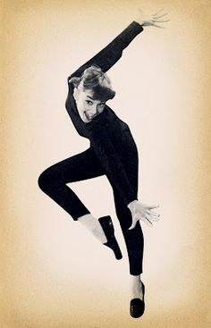 Audrey Hepburn all black skinny ballet flats outfits that inspire funny face chic Audrey Hepburn Funny Face, Audrey Hepburn Mode, Audrey Hepburn Photos, Audrey Hepburn Fashion, Audrey Hepburn Givenchy, Audrey Hepburn Drawing, Audrey Hepburn Inspired, Divas, Tanz Poster