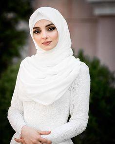 Muslim Wedding Gown, Hijabi Wedding, Muslimah Wedding Dress, Muslim Wedding Dresses, Beautiful Hijab Girl, Beautiful Muslim Women, Beautiful Dresses, Bridal Hijab, Hijab Bride
