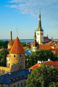 The Old Town, Tallinn. Estonia. Our tips for things to do in Tallinn: http://www.europealacarte.co.uk/blog/2011/08/02/tallinn-guide/