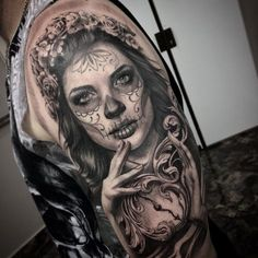 Day of the dead skull girl tattoo face art: 17 best ideas about catrina tattoo Chicano Tattoos, Art Chicano, Body Art Tattoos, New Tattoos, Tattoos For Guys, Day Of The Dead Tattoo Designs, Day Of Dead Tattoo, Unique Tattoo Designs, La Muerte Tattoo