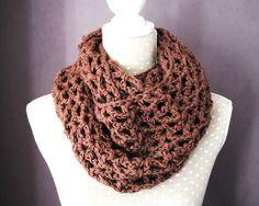 Snood, écharpe, col réalisé au crochet  laine merinos marronhttp://www.alittlemarket.com/echarpe-foulard-cravate/snood_echarpe_col_realise_au_crochet_laine_merinos_marron_-5434071.html