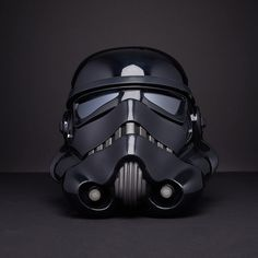 With signature black armor designed to increase sensor-stealth and equipped with light-warping cloaking devices, the Shadow Stormtrooper represents one of the Dark Si. Use The Force Luke, Stormtrooper Art, Disfraz Star Wars, Soldier Helmet, Black Armor, Helmet Accessories, Black Shadow, Clone Trooper, Star Wars Art