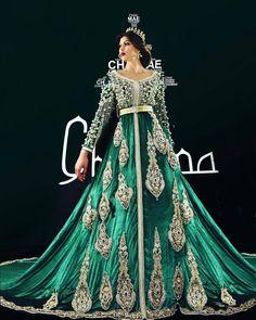 #قفطان_مغربي . @Regrann from @designer_chaimae - New collection 2017 made by designer Chaimae. . . . . . . . .  when a dress gives you royalty  . . .   ● ● ● ● ● #القفطان_المغربي #قفطان #القفطان #التكشيطة_المغربية #الحلي_المغربية #المغربيات_ملكات_على_عرش_الانوثة_و_الجمال .    . . #caftan #kaftan #moroccankaftan#moroccanwork #moroccanstyle#moroccandress #moroccantouch #fashion #elegant #luxury #traditional #handmade #takcheta #caftaninspiration #caftanmaro...