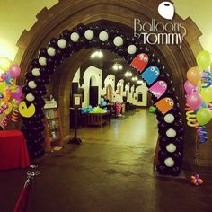 PacMan inspired balloon arch for an 80's party! | Balloons by Tommy | #balloonsbytommy