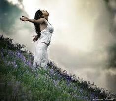 """Cheiro do amor de"""" DEUS.""""   """"Fecho os olhos e abro os braços  sinto a magnitude sublime da criação tocando em minh'alma, captando o docê cheiro da natureza inundando meu ser com sensações sultins onde só consigo descrever em minha memória… Oamor de DEUS por mim! Senti o SENHOR fortemente me envolvendo, com toda sua criação!"""" Texto inspirado pelo espírito de DEUS, em meu ser…  *Ane*"""