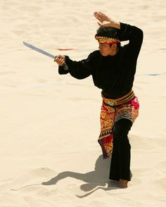 Pencak Silat - Gst Ngr Arya Yudapandita of Indonesia, who won the gold medal, competes in Beach Pencak Silat on day two of the 2008 Asian Beach Games at Nusa Dua Beach on October 2008 in Bali, Indonesia. Muay Thai Martial Arts, Marshal Arts, Art Of Fighting, Martial Arts Styles, Indonesian Art, Martial Artist, Body Poses, Action Poses, Aikido