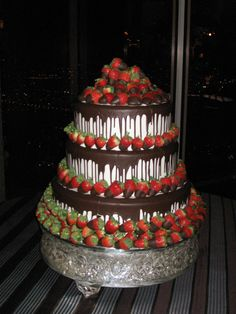 a brilliant idea! chocolate covered strawberries on a wedding cake for both look and tastesuch a brilliant idea! chocolate covered strawberries on a wedding cake for both look and taste Strawberry Wedding Cakes, Wedding Strawberries, Wedding Cakes With Cupcakes, Wedding Cake Decorations, Chocolate Covered Strawberries, Candy Centerpieces, Quince Decorations, Wedding Centerpieces, Pretty Cakes