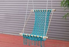 Relax on your porch in a comfortable macrame hammock. (backyard hammock how to make) Crochet Hammock, Diy Hammock, Hammock Chair, Swinging Chair, Backyard Hammock, Baby Booties Free Pattern, Knit Baby Booties, Knitted Baby, Diy Furniture Projects