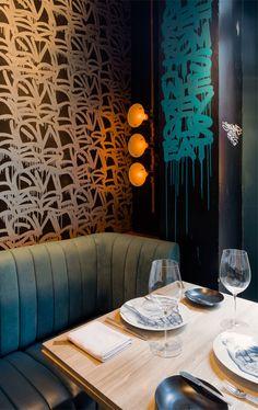 Le BIBO est un restaurant situé sur Hollywood Road entre un antiquaire et une galerie d'art. Une fusion des styles art deco de 1930 et d'un style moderne, mélant grafiti et expression artistique diverse, ce restaurant nous offre de la gastronomie française. Client: Le Comptoir Limited Studio: Substance HK Directeur de création: Maxime Dautresme Designer: Olivia Yi-chen Chen #Graffiti : Jon One, Stohead Design d'intérieur: Patrick Kim-Gustafson, Maxime Dautresme Photographie: Nathaniel…