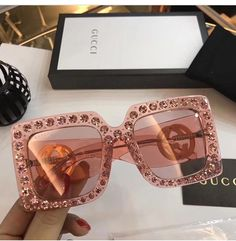 Accessoires, Mode und Gucci-Image - Stuff to buy Sunglasses For Your Face Shape, Cat Eye Sunglasses, Sunglasses Women, Gucci Sunglasses, Sacs Louis Vuiton, Lunette Style, Jewelry Accessories, Fashion Accessories, Pink Jewelry