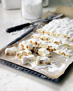 fransk-nougat Christmas Candy, Christmas Desserts, Christmas Baking, Christmas Cookies, Xmas, Candy Recipes, Sweet Recipes, Baking Recipes, Dessert Recipes