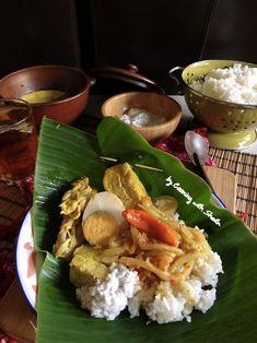 Cooking with Sheila Gondowijoyo Tasty Rice Recipes, Snack Recipes, Dinner Recipes, Cooking Recipes, Snacks, Nasi Liwet, Nasi Bakar, Indonesian Cuisine, Asian Recipes
