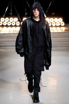 Juun.J Spring 2017 Menswear Collection, Look 14. #streetwear #menswear #urban #fashion #mensfashion Latest Fashion Clothes, New Fashion, Fashion Show, Vogue Paris, Juun J, Streetwear, Future Fashion, Asos Online Shopping, Men Looks