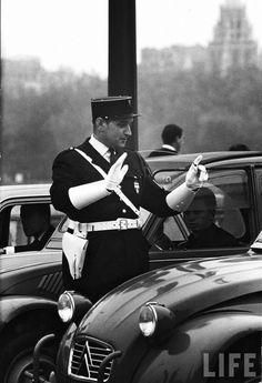 Gendarme directing traffic Paris 1963 by Alfred Eisenstaedt Old Paris, Vintage Paris, French Vintage, Charles Trenet, Famous Photographers, Photo Story, Life Magazine, Vintage Photos, Street Photography