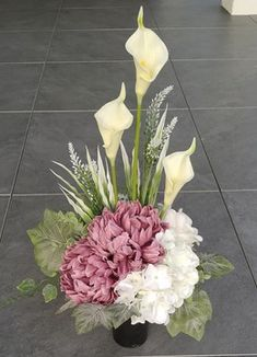 Access Bars, Modern Flower Arrangements, Funeral Flowers, Calla Lily, Ikebana, Flower Crafts, Fresh Flowers, Centerpieces, Plants
