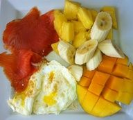Another great idea for breakfast during the week. Its fast, easy, healthy, and has very low carbs and its high in protein and vitamins.  smoked salmon, eggs, pineapple, mango and bananas. Healthy meals, Healthy Breakfast, weight loss, fruit, Gourmet food, Organic meals, healthy food for exercise, meal ideas, breakfast ideas, breakfast.
