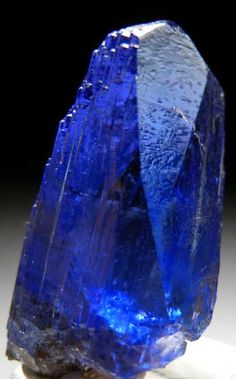 Tanzanite from Merelani Hills, Arusha, Tanzania / Mineral Friends